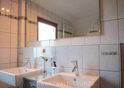 Ferienhaus Brestenberg: Tageslicht-Bad im Obergeschoss