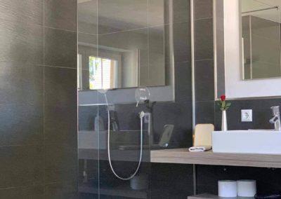 Chalet Lindenbuch: Das moderne Bad mit Dusche