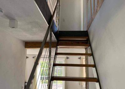 Chalet Lindenbuch: Treppenhaus mit Fachwerk-Mauer