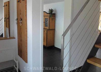 Chalet Lindenbuch: Garderobe und Aufgang ins Obergeschoss