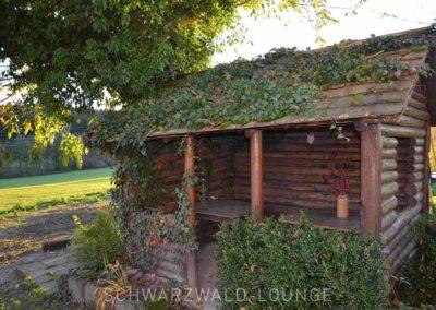 Ferienhaus Brestenberg: Die Gartenlaube mit überdachten Sitzgelegenheiten