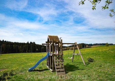 Ferienhaus Brestenberg: Der Spielplatz auf der Wiese in völliger Alleinlage