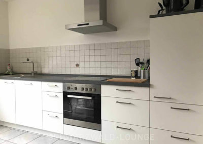 Ferienwohnung Kinzigtal: Die Küchenzeile mit Ceran-Kochfeld und Dunstabzug