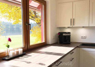 Ferienhaus Brestenberg: Die Küche Blick auf Wiesen und Wald