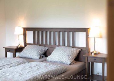 Ferienhaus Brestenberg: Das Doppelbett in Schlafzimmer 2 im Erdgeschoss