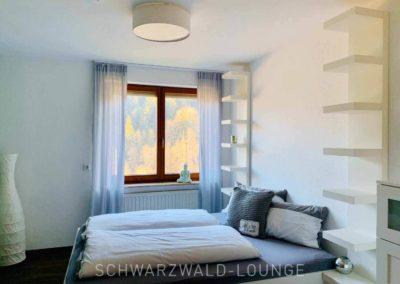 Wellness-Apartment Waldwiese: Das Doppelbett im großen Schlafzimmer