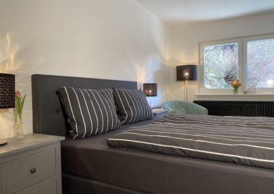 Schwarzwald Ferienhaus Busems Bad Peterstal Griesbach Schlafzimmer Bett und Sitzecke